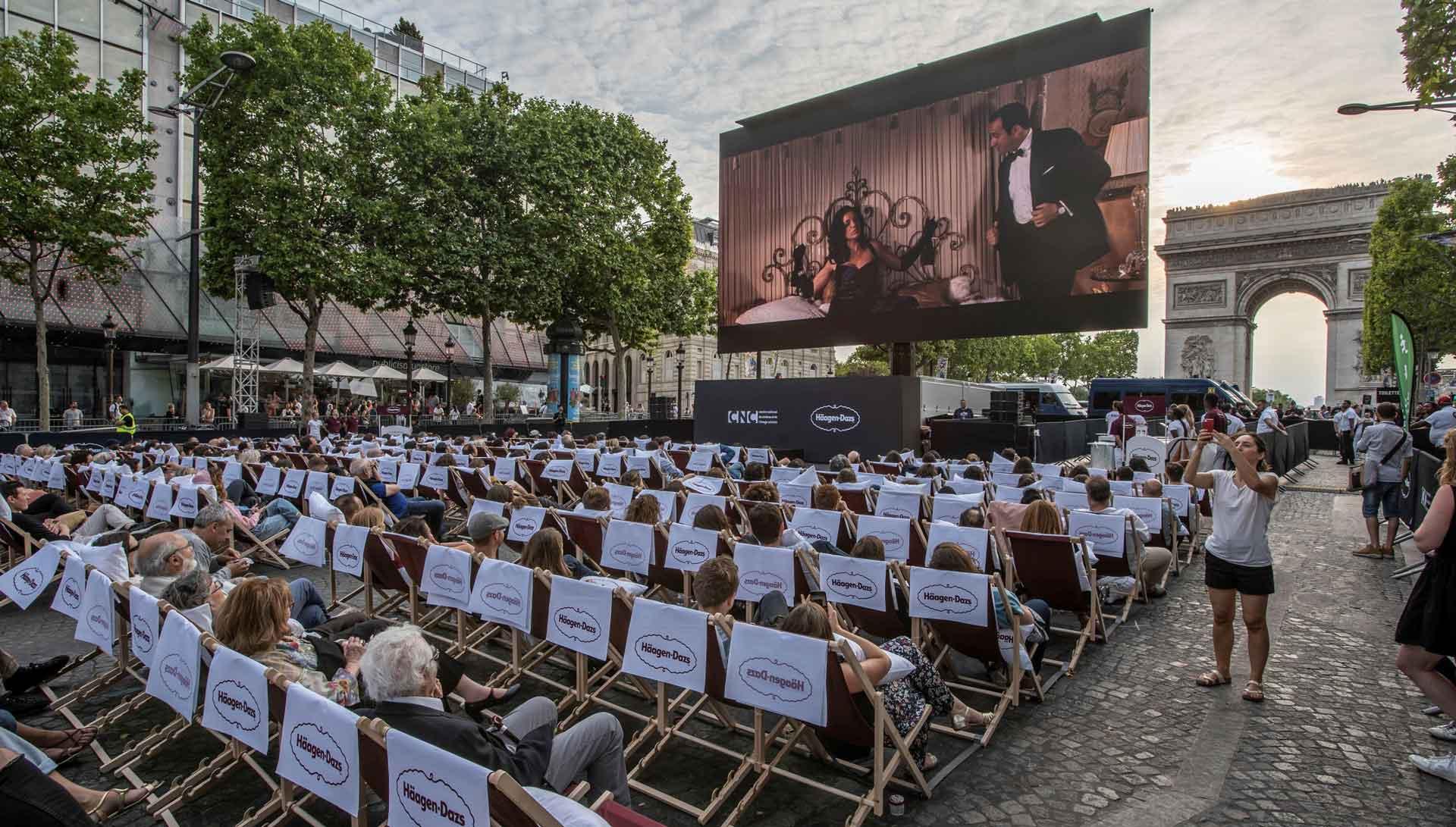 """""""Agente 117: Uma Aventura no Cairo"""" foi projetado ao ar livre na Champs-Elysees, por ocasião da nova edição do """"Um Domingo no Cinema"""", evento organizado pela cidade de Paris. Foto: Divulgação."""