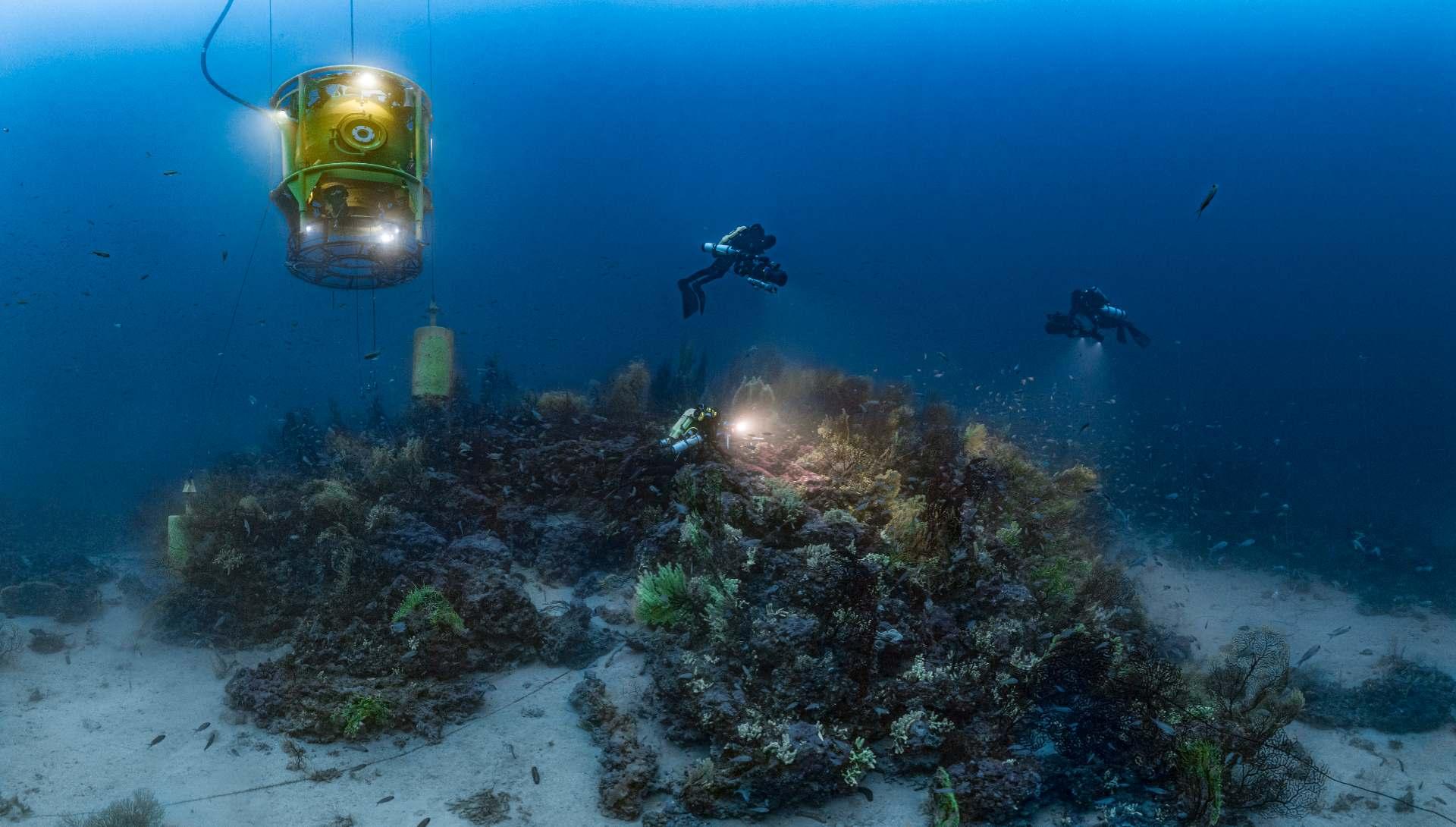 Planète Méditerranée - Tourelle et plongeurs