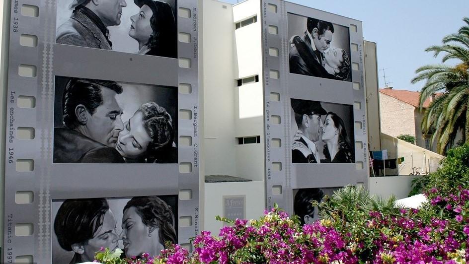 De nombreuses fresques rendent hommage au cinéma dans la ville de Cannes, qui accueillera un musée dédié au cinéma d'ici quelques années.